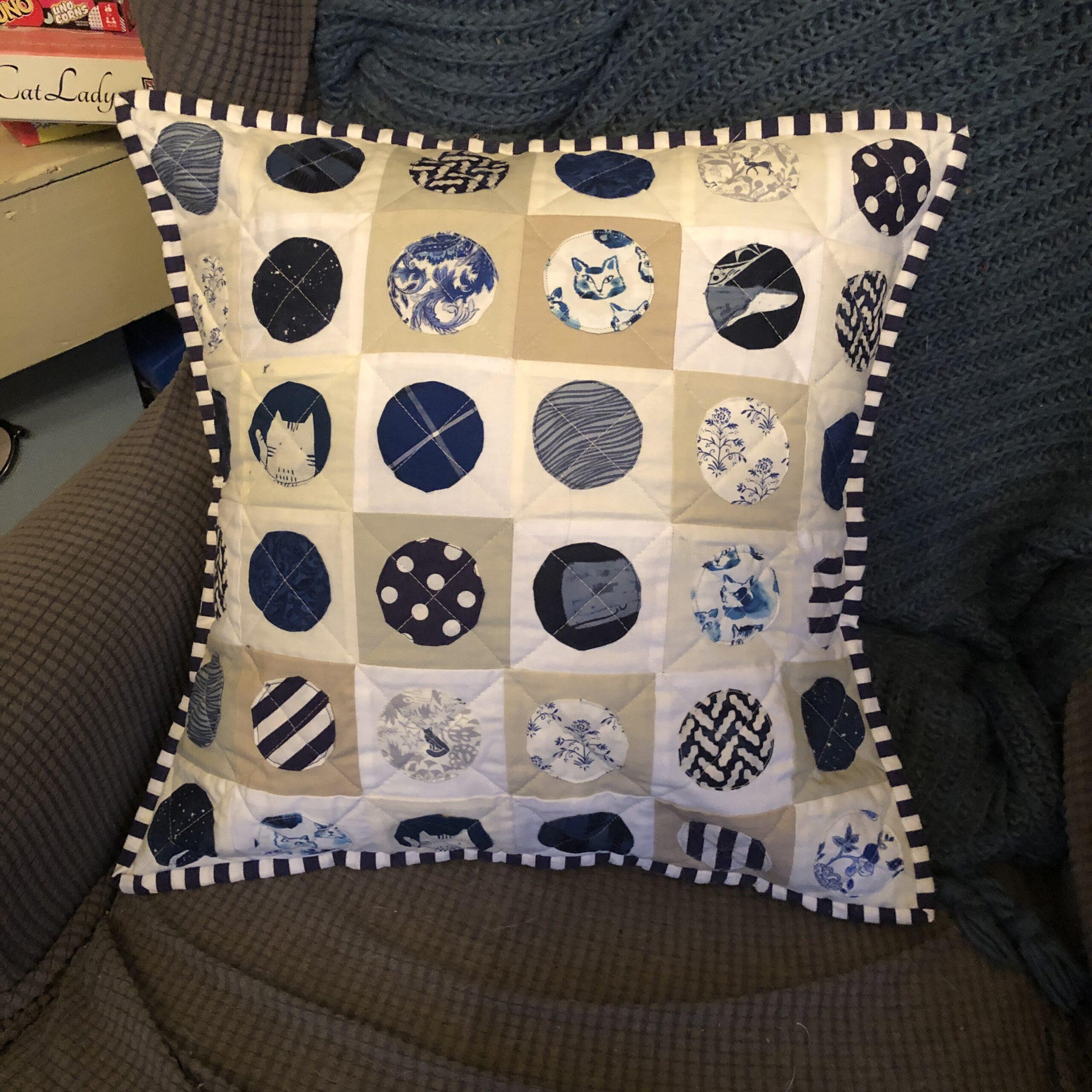I'm addicted to appliqué pillows!